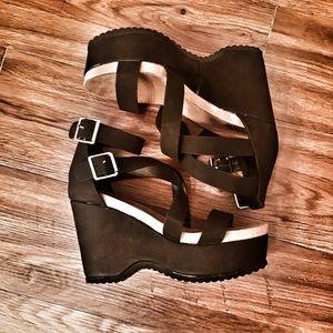 CHARLOTTE RUSSE brand new platform strappy sandals